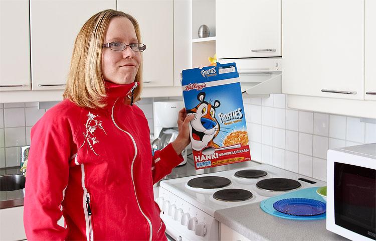 Mira-Maria Kähärälle oli aluksi yllätys, että äiti ei muuttanutkaan mukaan uuteen kotiin.