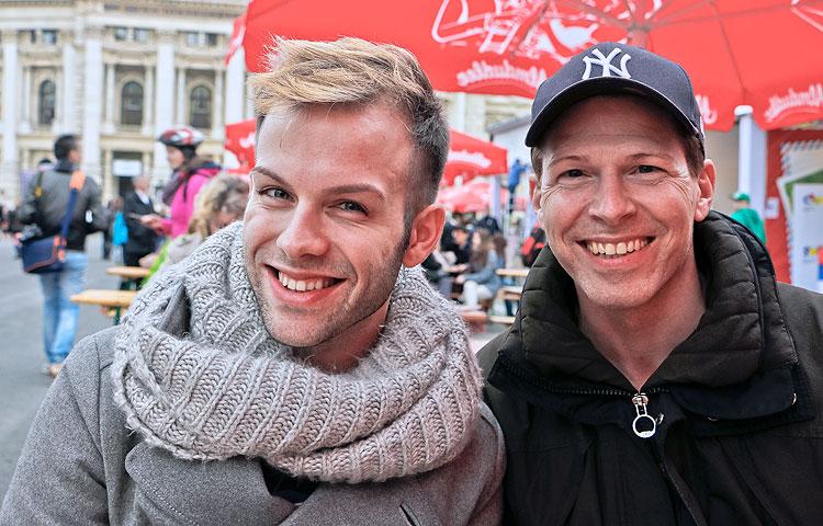 Saksasta Euroviisuja seuraamaan saapuneet Daniel Gerwin ja Stefan Tomke ovat kokeneita euroviisukonkareita, jotka muistavat kaikki voittokappaleet vuosikymmentenkin takaa.