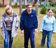 Viktoria Zaharova, Pavel Dmitrik ja Olga Tarasova ovat etuoikeutettuja kehitysvammaisia nuoria. Heillä kaikilla on työpaikka.