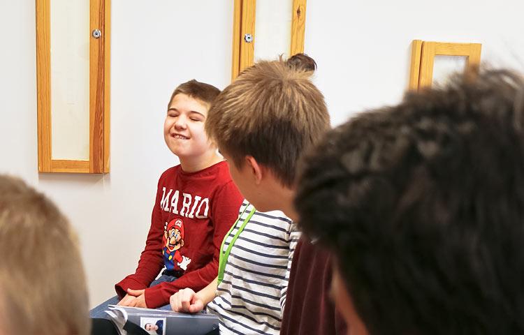 Leevi Mustonen on luokan hymypoika.