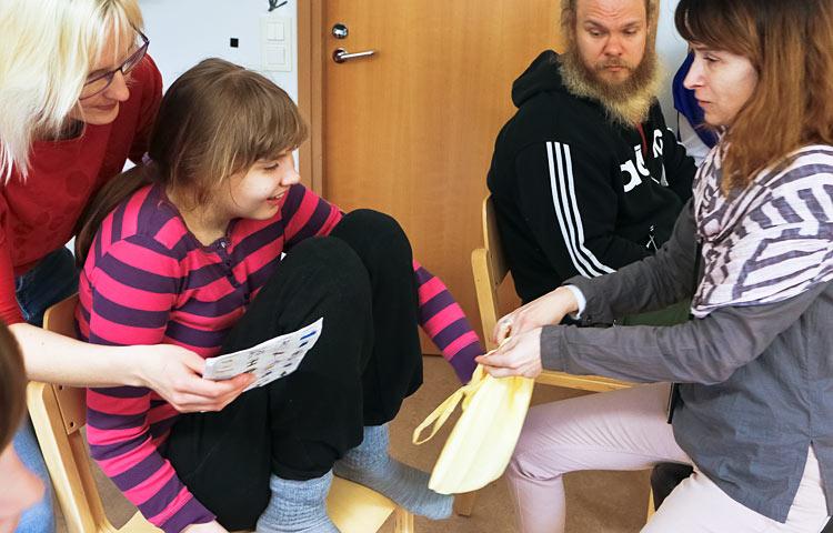 Erityisopettajat Annina Sormunen ja Leni Pispala tekevät saumatonta yhteistyötä.