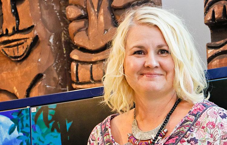 Lehtori Katja Österberg on itsekin opiskellut aikanaan kehitysvammaisten hoitajaksi. Hän valmistui Espoon sosiaalialan oppilaitoksesta vuonna 1992.