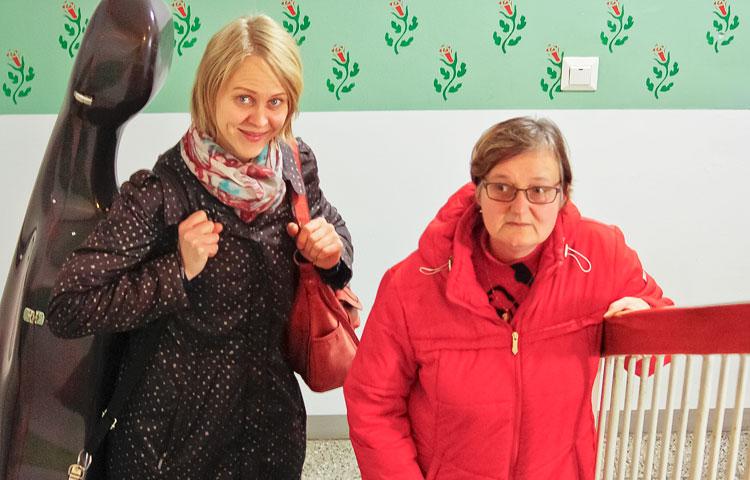 Musiikki yhdistää Ullaa ja Katariinaa. Tällä kertaa Ulla otti Katariinan luo tullessaan mukaan sellonsa, jota hän soittaa työkseen.
