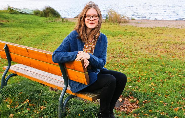 Elisa Tiilikaisen omat yksinäisyydentunteet liittyivät lapsettomuuden kokemuksiin. Nykyisin Tiilikaisella on kaksi lasta.