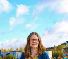 """""""Yksinäisyys voidaan poistaa virkamiestyönä"""", korostaa Elisa Tiilikainen."""
