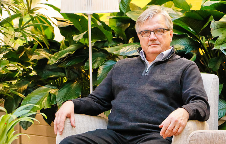 Terhokodin johtaja ja ylilääkäri Juha Hänninen pitää kivunlievitystä edelleen ongelmallisena asiana saattohoidossa.