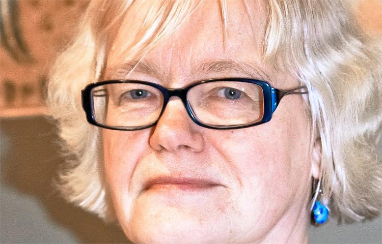 Lapin yliopiston sosiaalityön professori Anneli Pohjola on toiminut STM:n sote-asiantuntijatyöryhmän jäsenenä ja hän on myös Lapin maakunnallisen sote-kehittämishankkeen ohjausryhmän jäsen.