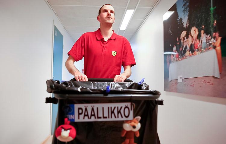 Siistijä Eppu Valkonen on yksi harvoista kehitysvammaisista palkkatyössä olevista ihmisistä Suomessa.