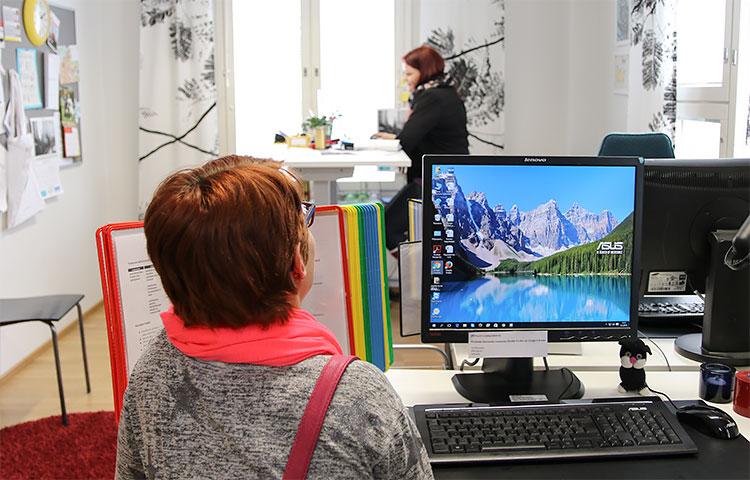 Klubitalolla on tietokone kaikkien asiakkaiden käytössä.