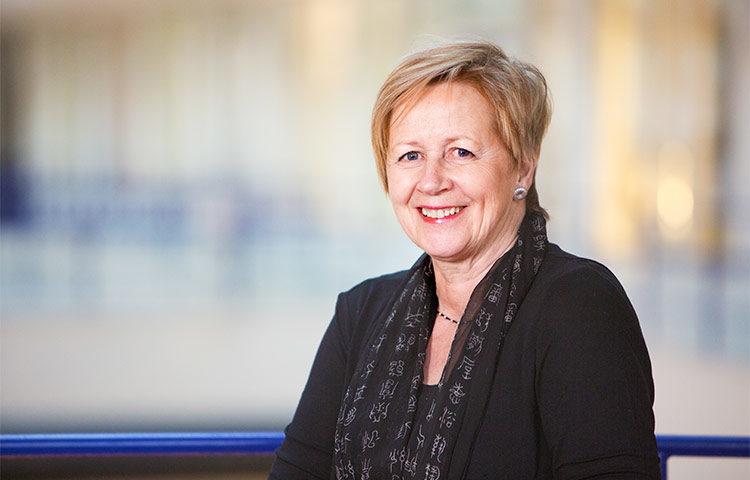 Riitta-Leena Karlsson on ollut Tukholman kaupungin palveluksessa lähes 40 vuoden ajan, viimeiset 14 vuotta kaupungin ensimmäisenä vammaisasiamiehenä. Eläkkeelle Karlsson siirtyy syyskuun lopussa.