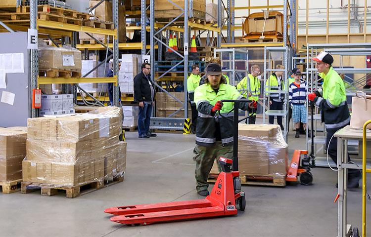 Kehitysvammaliiton julkaisuja saa yhä suoraan myös liiton toimipisteestä, vaikka päävastuu tuotteiden varastoinnista siirtyi Keskuspuiston ammattiopistolle.