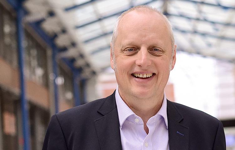 Kansainvälisesti arvostettu ruotsalainen psykologi Bo Heljskov Elvén luennoi huhtikuussa Helsingissä haastavasti käyttäytyvien ihmisten kohtaamisesta.