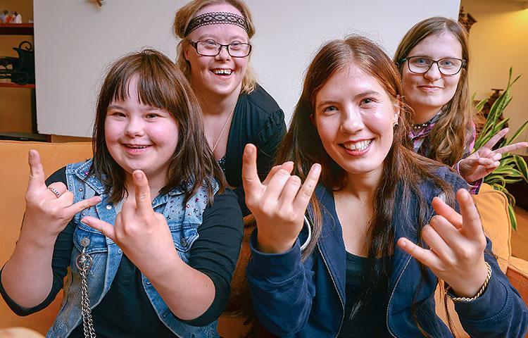 RRG-bändissä soittavat Ina Turunen, Liisa Koskela, Elina Jaakkola ja Vilma Nironen ovat pian lähdössä ensimmäiselle ulkomaankeikalleen Latviaan.