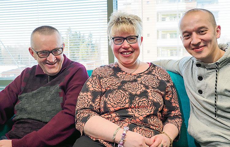Louhenkadun mutkaton yhteishenki on löytynyt jo puolen vuoden tuttavuuden aikana. Arto Luukko, Anu Marttila ja Mikko Heiniluoma vaihtavat usein kuulumisia. Tapaamisia valaisee hersyvä huumori.