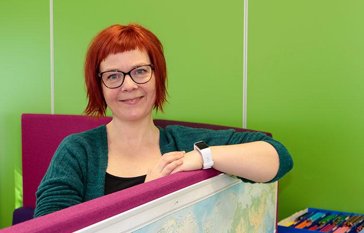 Erityisluokanopettaja Pirjo Pukari oppii työssään uusia asioita joka päivä.