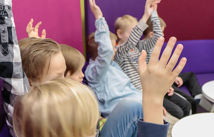 Kädet nousevat ahkerasti Tähtiluokan musiikkitunnilla.