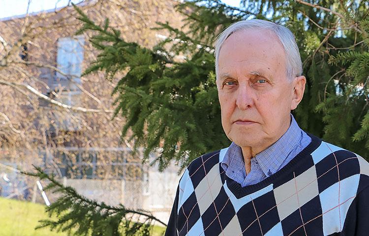 Märta Klaus ja Peter Klaus -säätiön perustaja Rolf Wikstedt hämmästelee, kuinka vaikeaa on löytää kuntien kautta FASD-lapsia, joita säätiö voisi tukea rahallisesti.