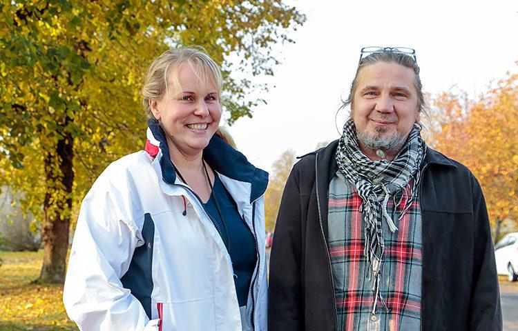 Tukiasumisen vastaava ohjaaja Mari Kinnunen ja asumisen ohjaaja Harri Solja ovat olleet mukana rakentamassa uudenlaista itsenäisen asumisen mallia paljon tukea tarvitseville nuorille.