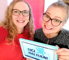 Digi haltuun! -hankkeen työntekijät Susanna Saarvo ja Helmi Kallio ja maskotti örkki toivovat, että digimaailma olisi kaikkien saavutettavissa!