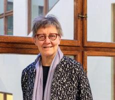 """Professori Jaana Hallamaa kannustaa vammaisia ihmisiä vaatimaan oikeuksiaan entistä ponnekkaammin. """"Olkaa hankalia!"""""""