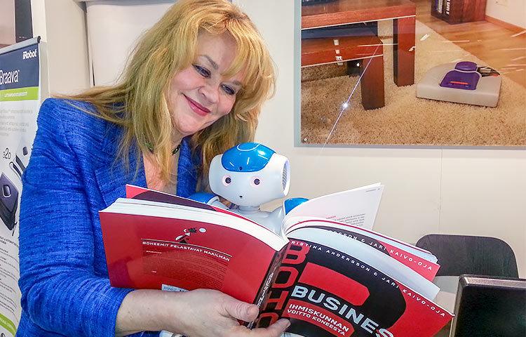 Tulevaisuudessa robotit auttavat ihmisiä lukemattomissa erilaisissa arjen askareissa.