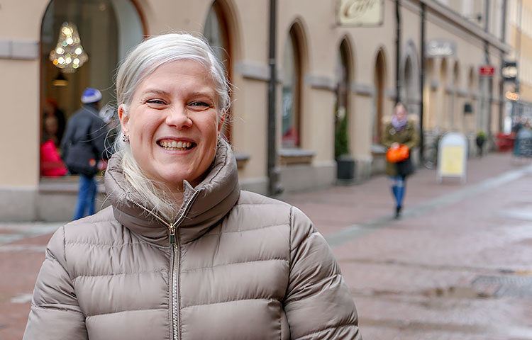 """""""En ole kenenkään hoitaja"""", sanoo työhönvalmentaja Elisa Nappa."""
