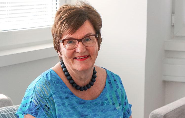 Nykyisin Helena Hiila on eläkkeellä, mutta hän toimii edelleen Kasvatus- ja perheneuvonta ry Kasperin puheenjohtajana.