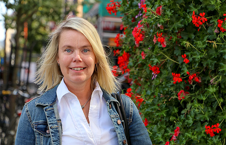 Lähes 30 vuotta kehitysvamma-alalla työskennellyt Marika Metsähonkala on nähnyt kehitysvamma-alalla pitkän kehityskaaren, joka on kulkenut laitosasumisen purkamisesta kohti yksilöllisiä asumismuotoja.