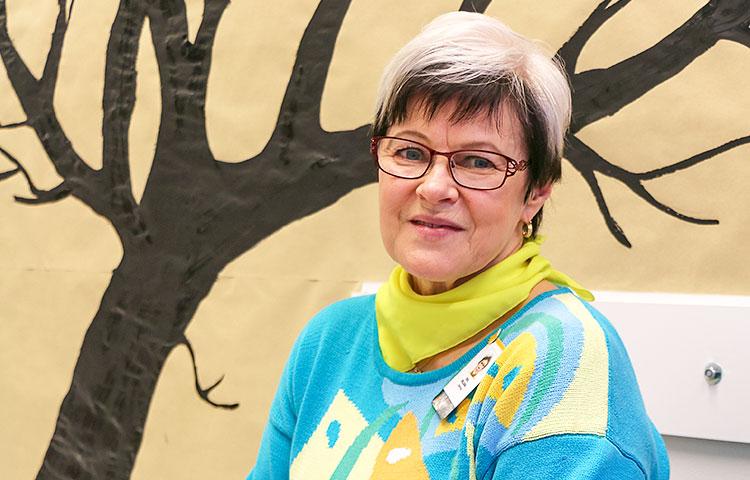 TELMA-luokan tutoropettaja ja tutkintovastaava Siru Helama kehuu vuolaasti älylaitteiden käyttöä opetuksen tukena.
