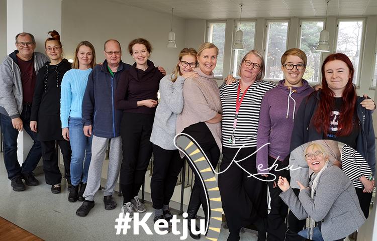Kuvassa Kehutut: Harri, Katariina, Anu, Jarmo, Annu,Sanna,Ulla,Outi, Anni, Anne ja kehuja Pia.