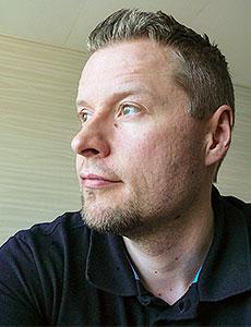 Mikko Niininen lähikuvassa.