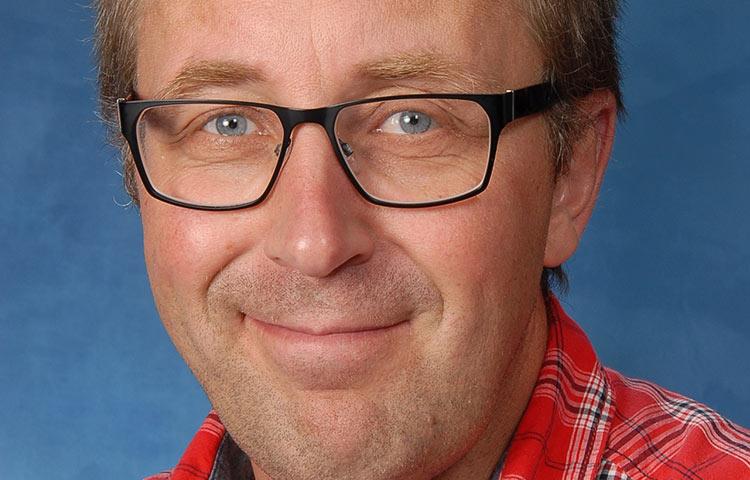 Lähikuva Pekka Rentolasta.